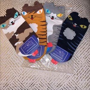 BRAND NEW KIDS CAT SOCKS SZ. M